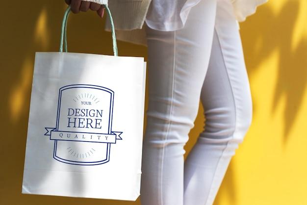 Espacio de diseño de maquetas en una bolsa de compras