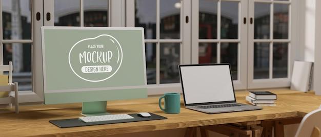 Espacio de trabajo con maqueta de computadora y computadora portátil
