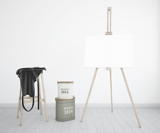 Estudio de arte con lienzo, delantal y botellas de pintura.