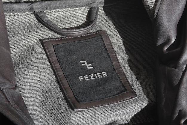 Etiqueta de chaqueta de cuero con maqueta de logotipo