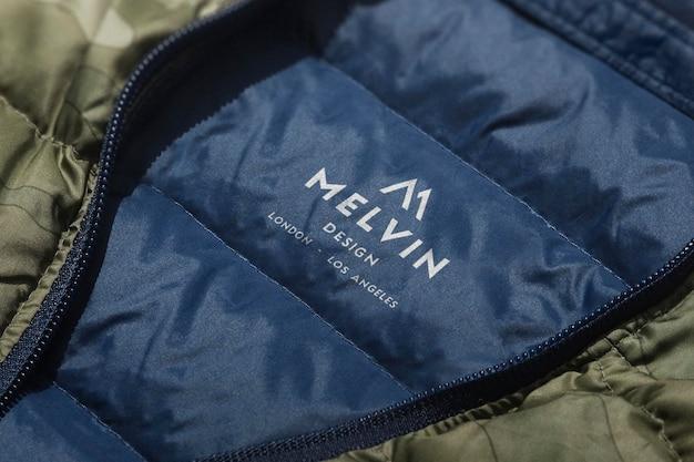 Etiqueta de chaqueta de maqueta con logotipo