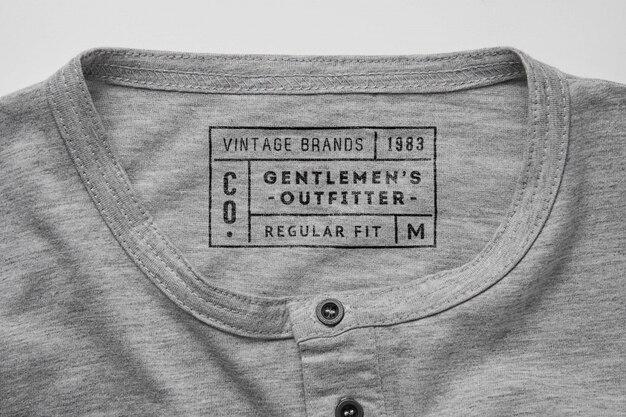 Etiqueta de la etiqueta de la camisa mockupper top view mockup
