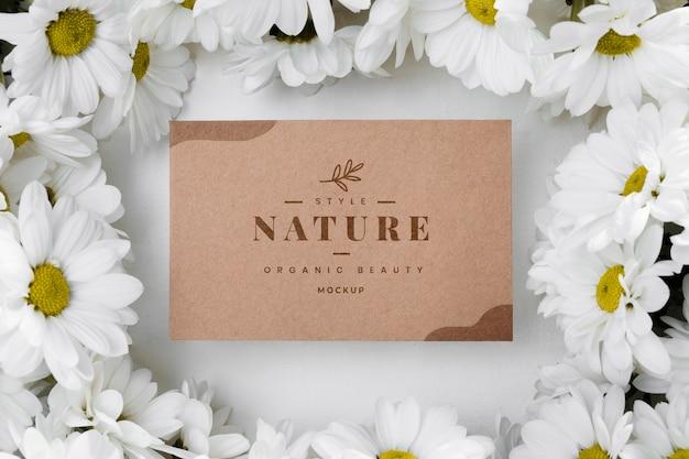 Etiqueta de naturaleza vista superior con flores