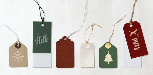 Etiquetas navideñas coloridas y etiquetas maquetas