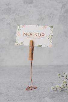 Exhibidor de mesa con maqueta de tarjeta de papel floral