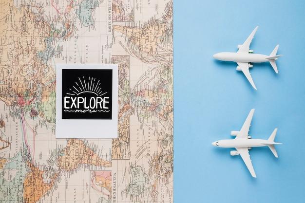 Explora más, mapa del mundo vintage y aviones de juguete