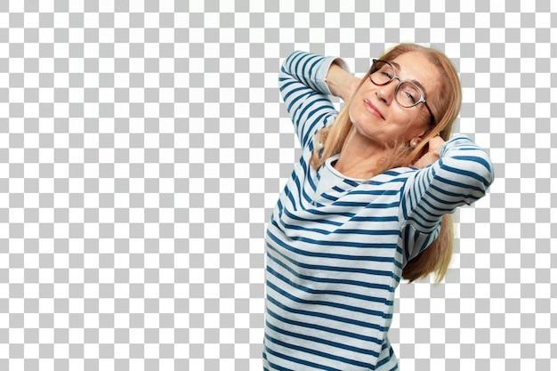 Expresión de satisfacción de mujer hermosa senior