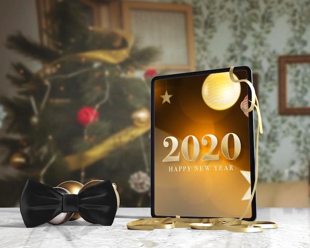 Farfallino accanto al tablet con messaggio per nuovo sì