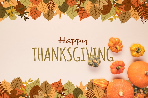 Felice giorno del ringraziamento con foglie secche