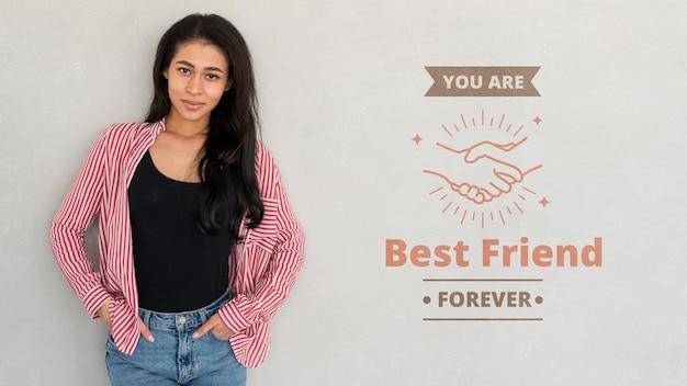 Felice giorno di amicizia migliori amiche delle giovani donne che celebrano il giorno di amicizia