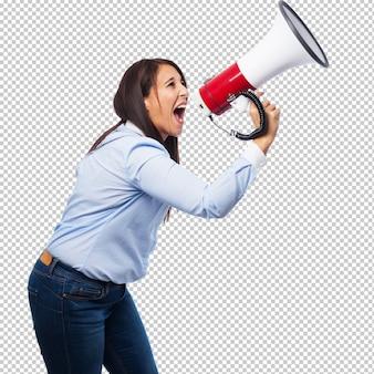 Felice giovane donna con megafono