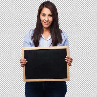 Felice giovane donna con sughero-board