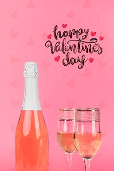 Feliz celebración del día de san valentín con champán