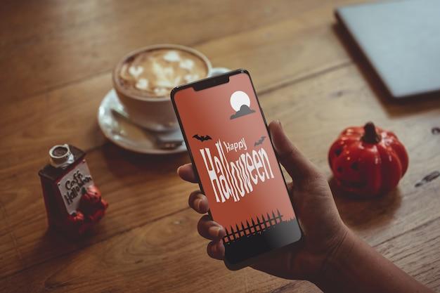 Feliz maqueta de teléfono inteligente de halloween