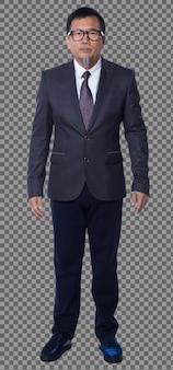 Figura de cuerpo entero de los años 50 años 60 asiáticos anciano pelo negro traje de negocios pantalón y soporte de zapatos. senior manager de pie y mirar a la cámara sobre fondo blanco aislado
