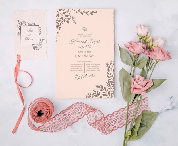 Fiori romantici con invito a nozze