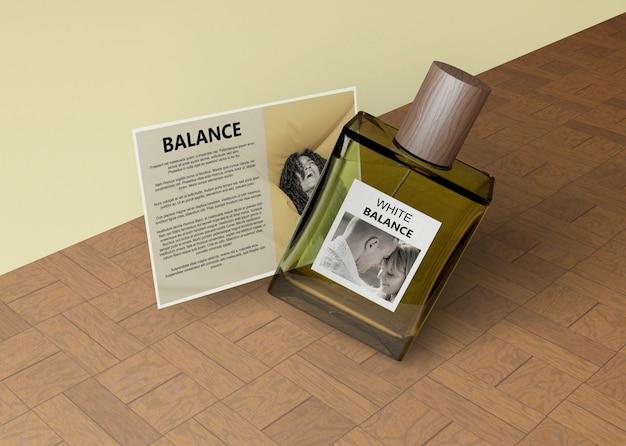 Fles parfum in vierkante vorm