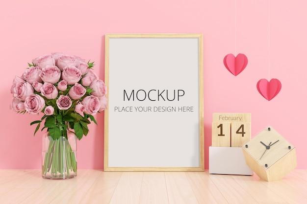 Flor en florero con maqueta de marco