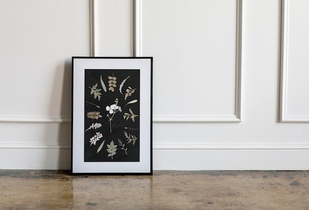 Floral frame mockup tegen een witte muur