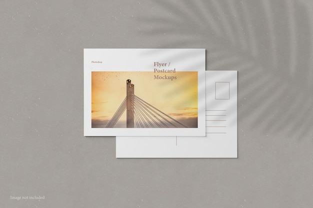 Flyer en ansichtkaart mockup bovenaanzicht