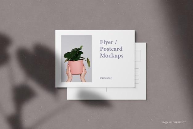 Flyer en ansichtkaart mockup vooraanzicht