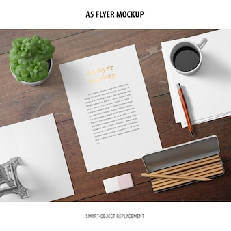 Flyer mockup in un desktop