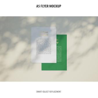 Flyer mockup op een desktop