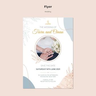 Flyer-sjabloon voor huwelijksceremonie met bruid en bruidegom