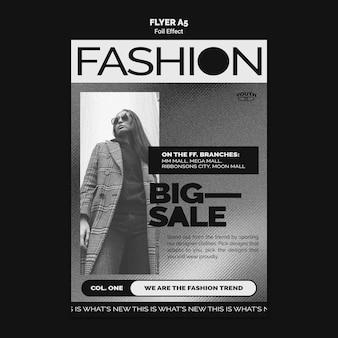 Flyer vertical para moda con efecto foil