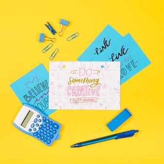 Foglio di carta sulla scrivania con messaggio positivo