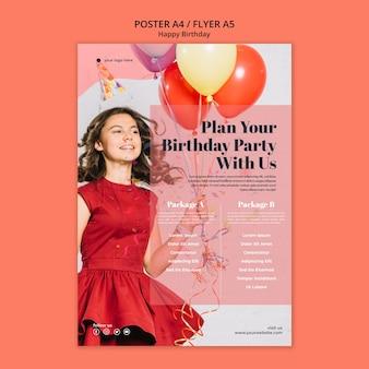 Folleto de feliz cumpleaños con niña sosteniendo globos