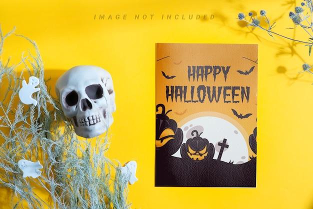 Folleto de maqueta de halloween con decoración.