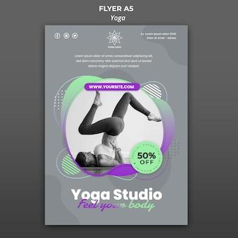 Folleto vertical para lecciones de yoga