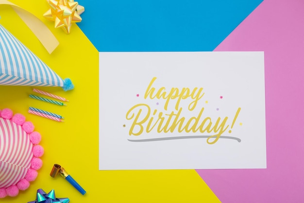Fondo de feliz cumpleaños, decoración de fiesta plana con plantilla de maqueta de tarjeta de invitación de volante.
