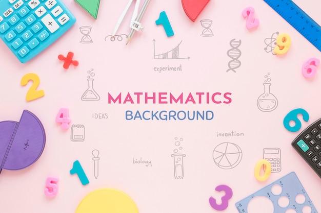 Fondo de matemáticas con formas y calculadoras.