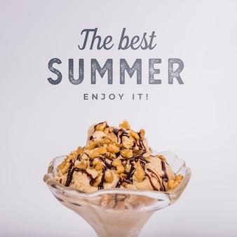 Fondo con tipografía de verano con helado