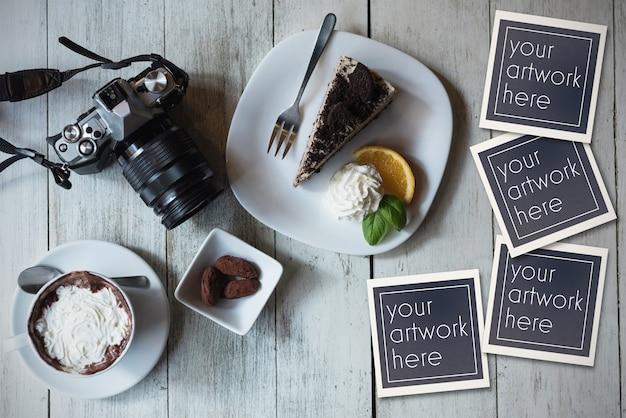 Foto istantanee mockup sul tavolo