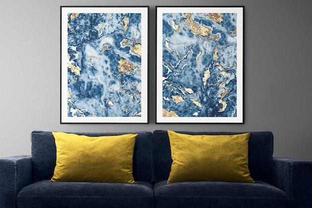 Fotolijst muurmodel psd met een moderne fauteuil in een modern ingerichte woonkamer