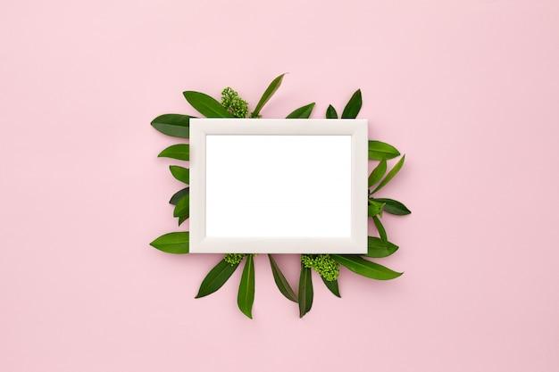 Fotolijst versierd met groene bladeren