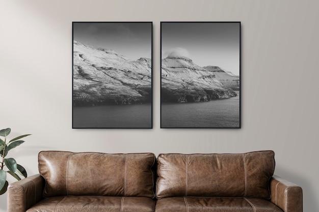 Fotolijsten mockup psd in een woonkamer in luxe industriële stijl