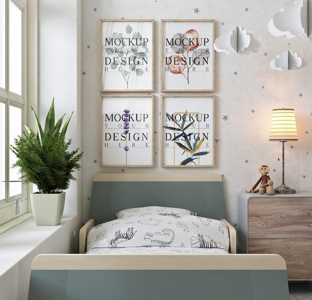 Fotolijsten op muur in moderne en wahite kinderkamer