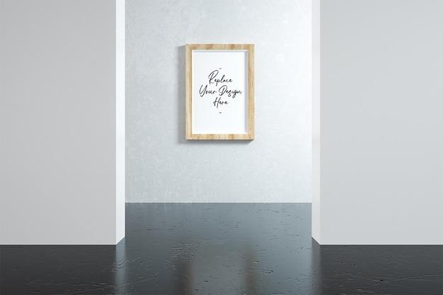 Fotolijstmodel staande op de muur