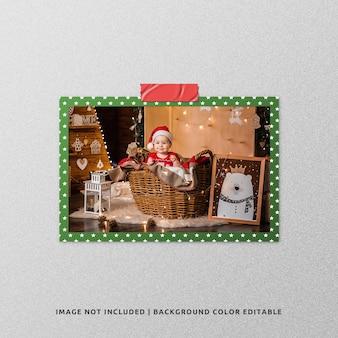 Fotomodel met liggend papierframe voor kerstmis