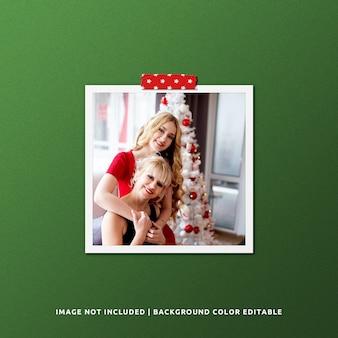 Fotomodel met vierkant papierframe voor kerstmis