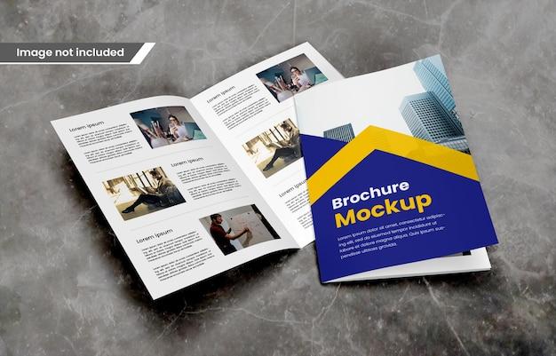 Fotorealistische tweevoudige brochure of tijdschriftmodel