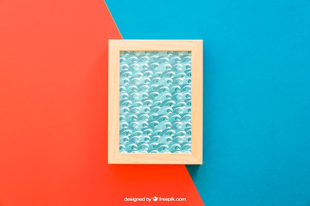 Frame mock up op rode en blauwe achtergrond