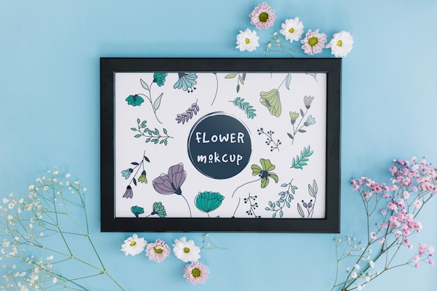 Frame mockup met bloemendecoratie