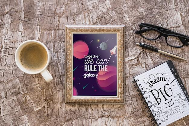 Frame mockup met koffie