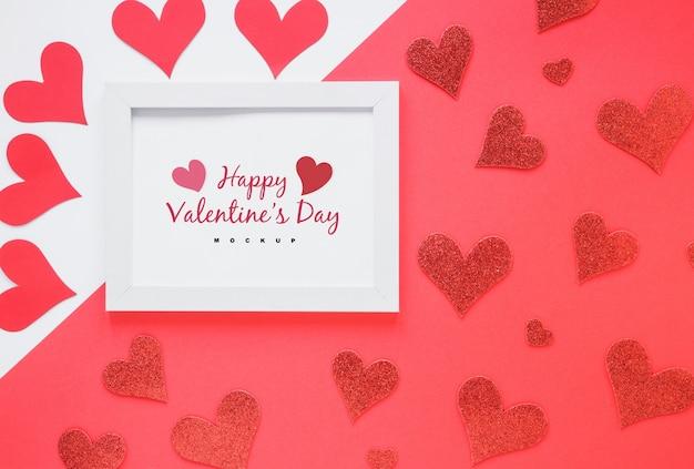 Frame mockup met samenstelling van valentijn-objecten