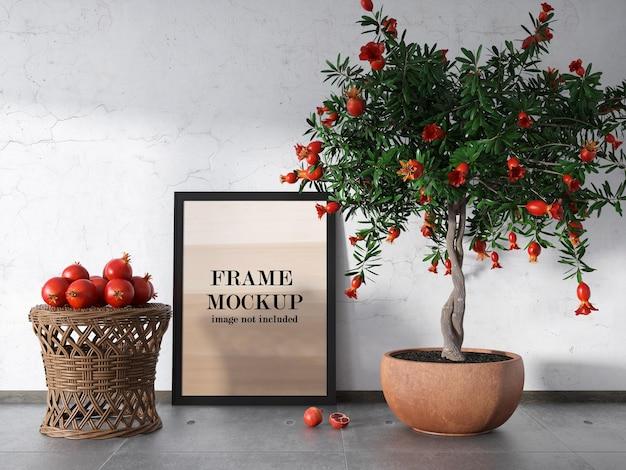 Frame mockup omringd door granaatappels
